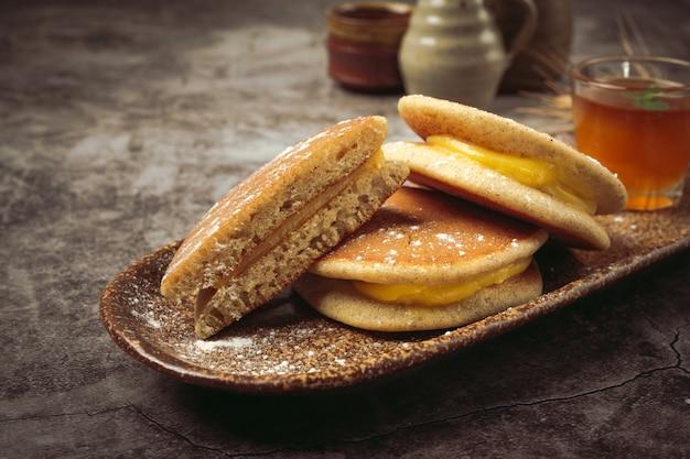 Dorayaki pancakes farcis de nourriture japonaise à la vanille.