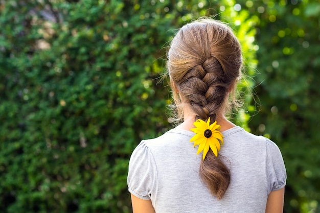 Dos, femme, fleur, cheveux