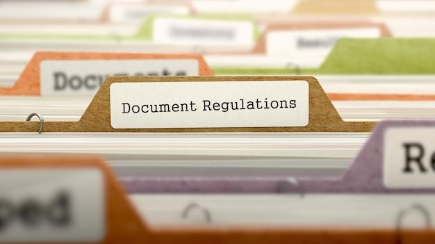 Dossier de fichiers étiqueté en tant que règlement des documents dans les archives multicolores. vue rapprochée. image floue. rendu 3d.
