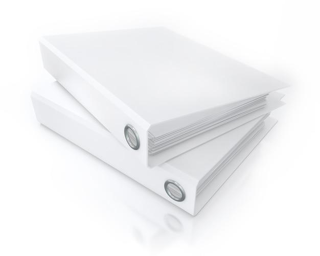 Dossiers de bureau blancs isolés sur blanc