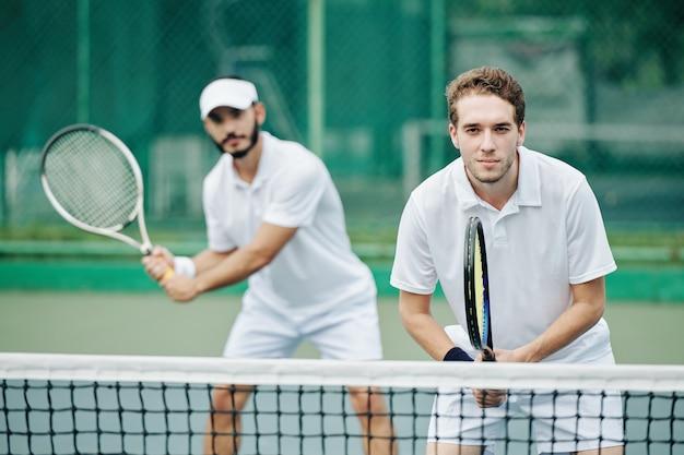 Double équipe de joueurs de tennis