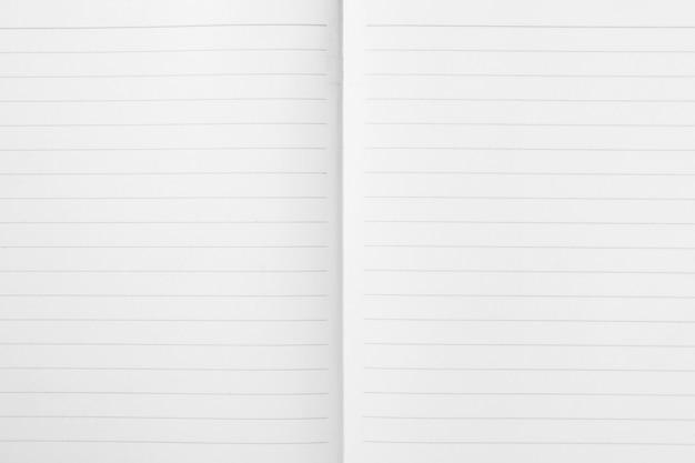 Double feuille de papier d'exercice ligné ouvert