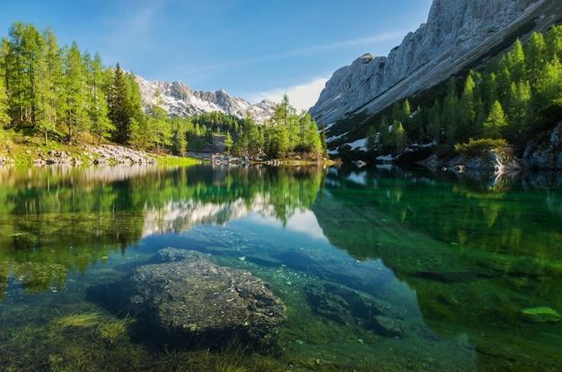 Double lac dans la vallée des sept lacs