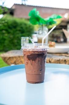 Double verre milkshake (chocolat au lait et chocolat noir)