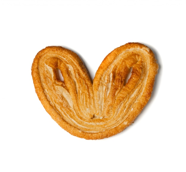 Douce pâtisserie palmiers tressée, coeur de palmier ou oreille d'éléphant isolé sur fond blanc. pâte feuilletée française ou pate feuilletée vue de dessus