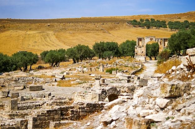Dougga, ruines romaines. patrimoine mondial de l'unesco en tunisie.