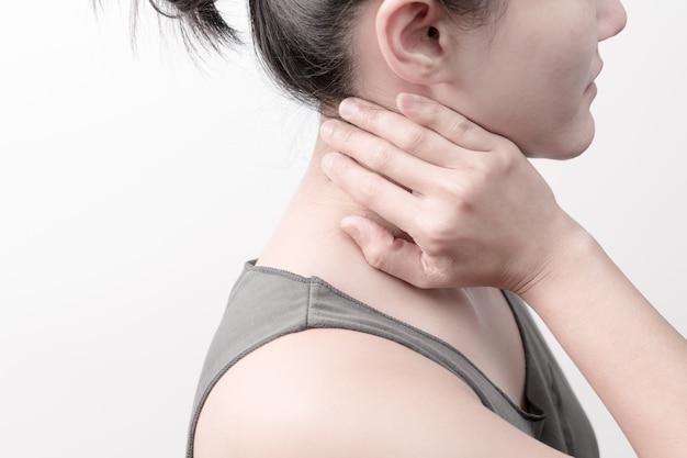 Douleur au cou et à l'épaule chez les femmes