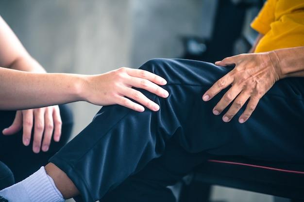 Douleur au genou d'un exercice intense