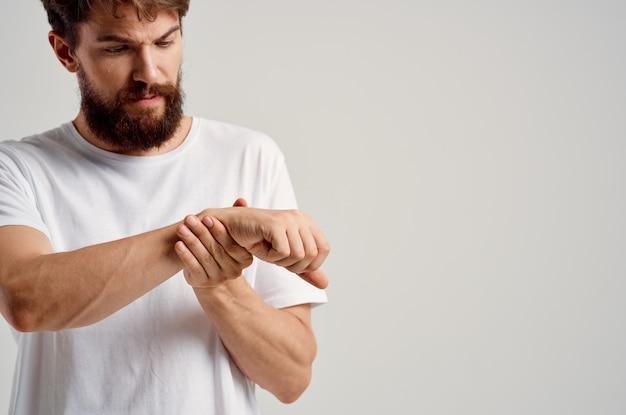 Douleur à la main inconfort traumatisme problèmes de santé