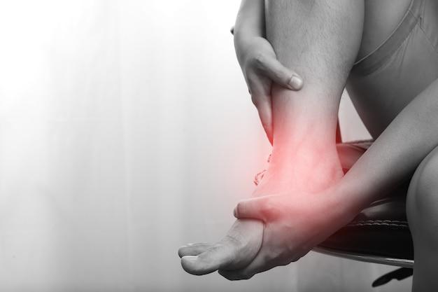 Douleurs articulaires, inflammation de la cheville après l'exercice, entorse de la cheville, blessure