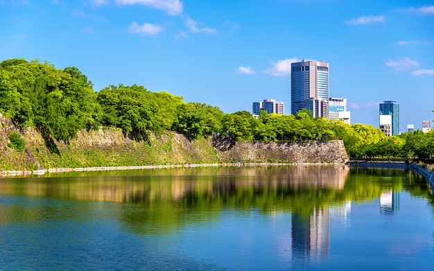 Douves du château d'osaka à osaka, japon