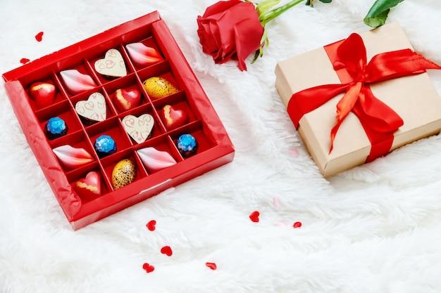 Doux cadeau pour la bien-aimée. mise au point sélective.