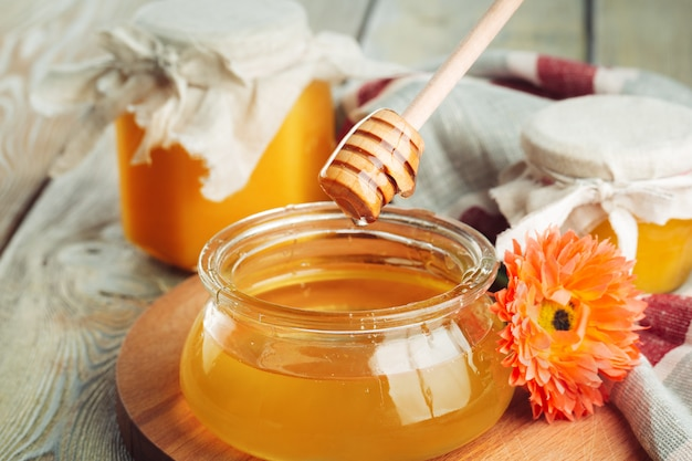 Doux miel en pot de verre