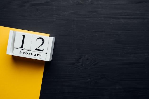 Douzième jour du calendrier du mois d'hiver février avec espace de copie.