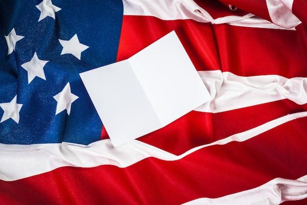 Drapeau américain avec carte vierge