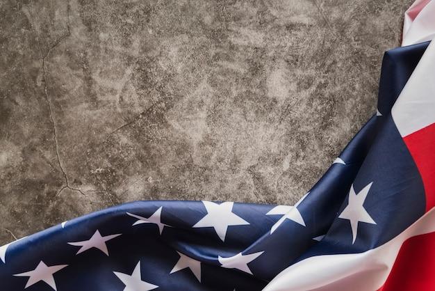 Drapeau américain sur marbre foncé
