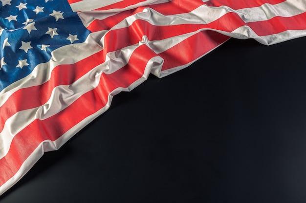 Drapeau américain sur noir