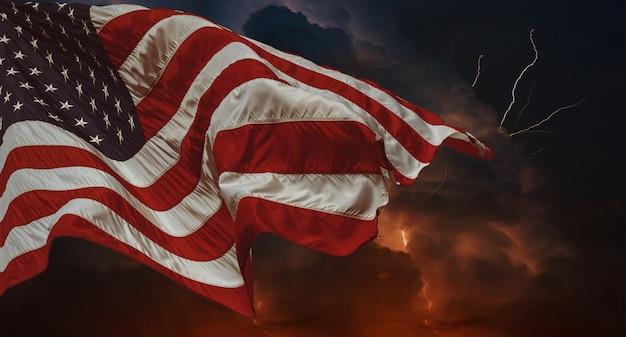 Drapeau américain ondulant dans le vent orage avec éclairs plusieurs fourches de foudre percent le ciel nocturne