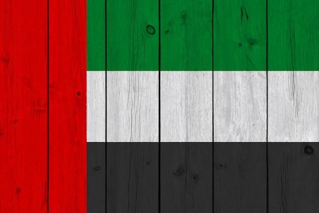 Drapeau arabe uni peint sur une vieille planche de bois