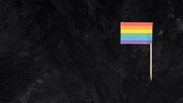 Drapeau arc-en-ciel lgbt sur fond noir