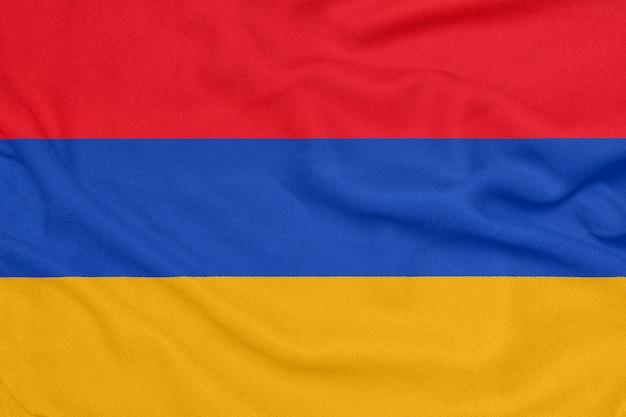 Drapeau de l'arménie sur tissu texturé.