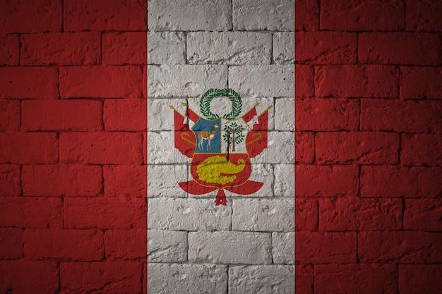 Drapeau aux proportions originales. gros plan du drapeau grunge du pérou