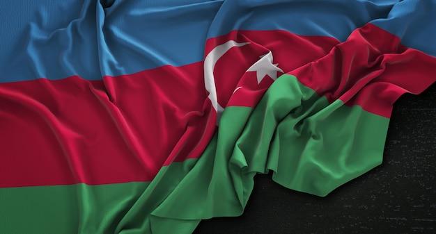 Drapeau de l'azerbaïdjan enroulé sur fond sombre 3d render