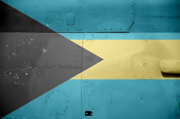 Drapeau des bahamas sur la partie latérale d'un hélicoptère blindé militaire