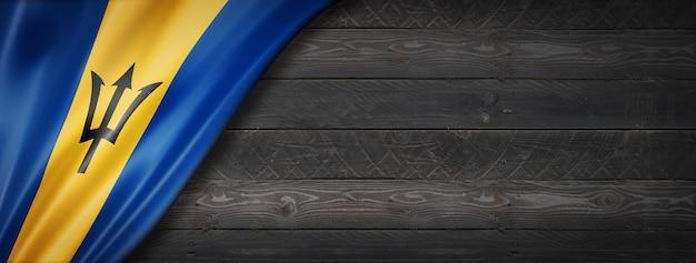 Drapeau de la barbade sur mur en bois noir