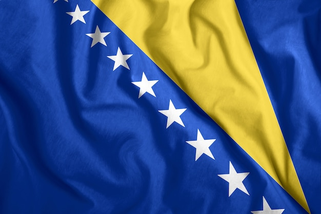 Drapeau de la bosnie-herzégovine flottant dans le vent