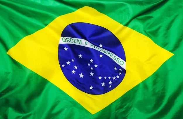 Drapeau brésilien sur blanc