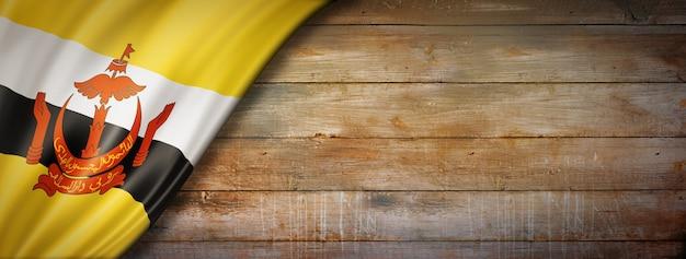 Drapeau de brunei sur mur en bois vintage