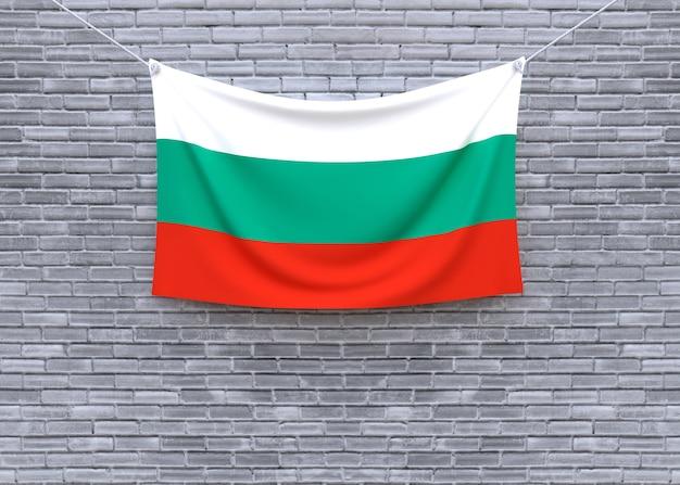 Drapeau de la bulgarie accroché sur le mur de briques