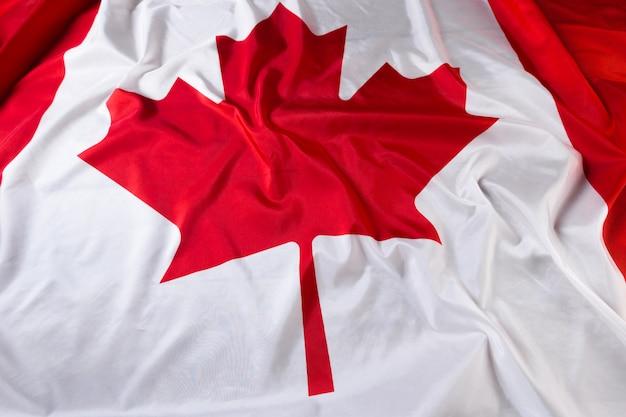Drapeau canadien ondulé