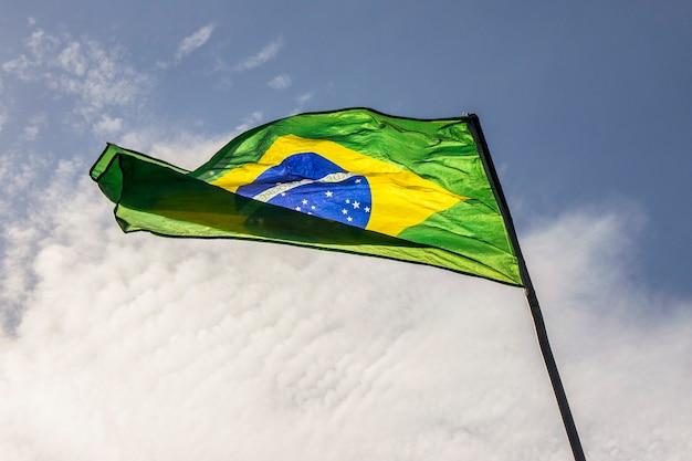 Drapeau du brésil à l'extérieur à rio de janeiro.
