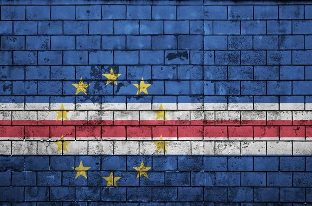 Le drapeau du cap vert est peint sur un vieux mur de briques