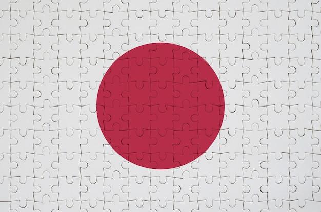 Le drapeau du japon est représenté sur un puzzle plié