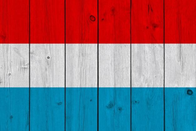 Drapeau du luxembourg peint sur une vieille planche de bois