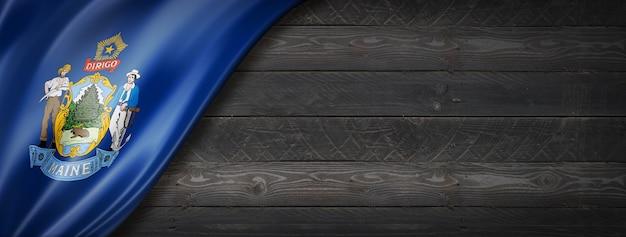 Drapeau du maine sur la bannière murale en bois noir, usa. illustration 3d