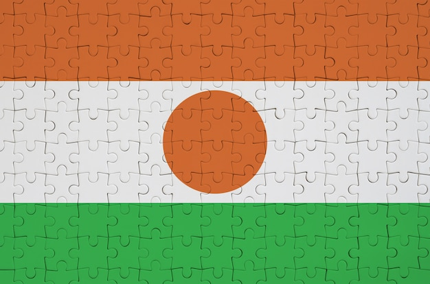 Le drapeau du niger est représenté sur un puzzle plié
