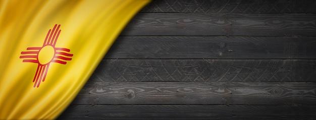 Drapeau du nouveau-mexique sur la bannière murale en bois noir, usa