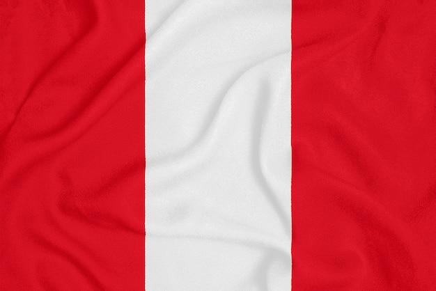 Drapeau du pérou sur le tissu texturé, symbole patriotique