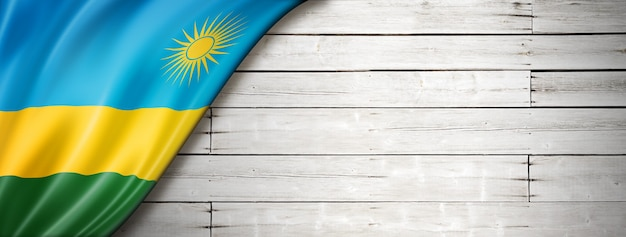 Drapeau du rwanda sur fond blanc ancien. panoramique horizontal.