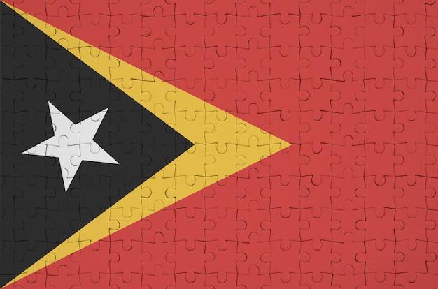 Le drapeau du timor-leste est représenté sur un puzzle plié