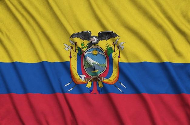 Drapeau de l'equateur avec beaucoup de plis.
