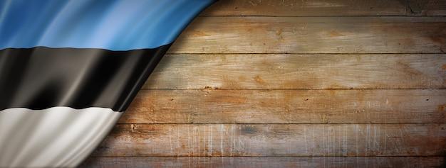 Drapeau de l'estonie sur mur en bois vintage