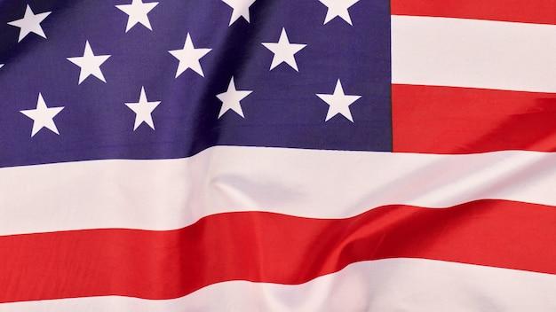 Drapeau des états-unis d'amérique. drapeau national des états-unis, symbole patriotique de l'amérique. bouchent drapeaux dans le vent.