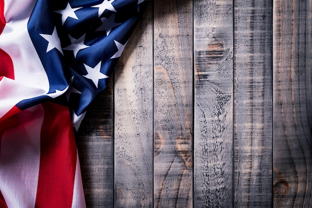 Drapeau des états-unis d'amérique sur fond en bois