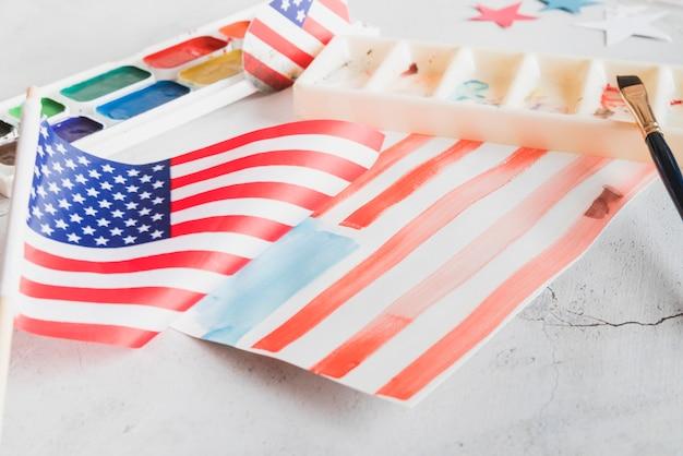 Drapeau des états-unis peint à la main avec des peintures à l'aquarelle