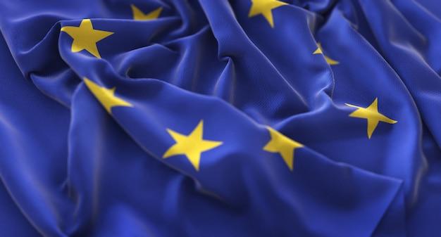 Drapeau européen ruffled beautifully waving macro plan rapproché